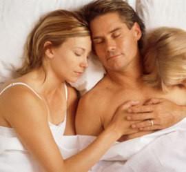 dormir_cama_dos_pais